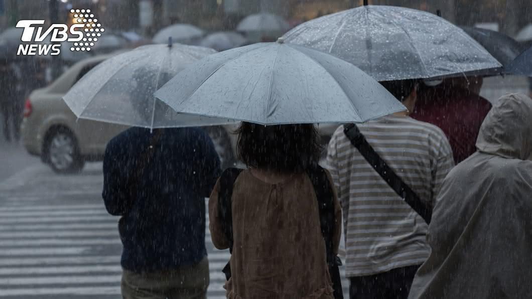 今(12)日北北基需嚴防大雨,本週恐有雙颱接力。(圖/TVBS) 恐有雙颱接力!「南卡」將生成 北台嚴防豪、大雨