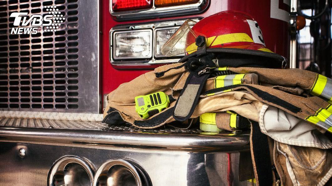 消防員收到通報就要衝向第一線,卻屢傳有民眾誤報,讓消防員撲空。(示意圖/shutterstock達志影像) 5消防分隊凌晨出動卻撲空 她見「通報紀錄」氣炸