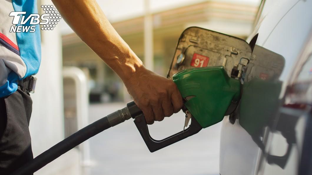 加油要快,30日起汽柴油價格調漲0.2元。(示意圖/shutterstock 達志影像) 加油要快 汽柴油價格明起調漲0.2元