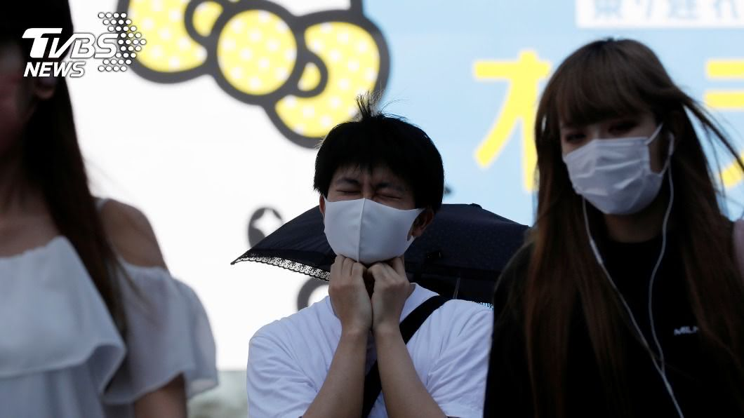 日本境內新冠疫情持續延燒。(圖/達志影像路透社) 沖繩染疫比例狂升! 政府擴大緊急事態宣言:別返鄉