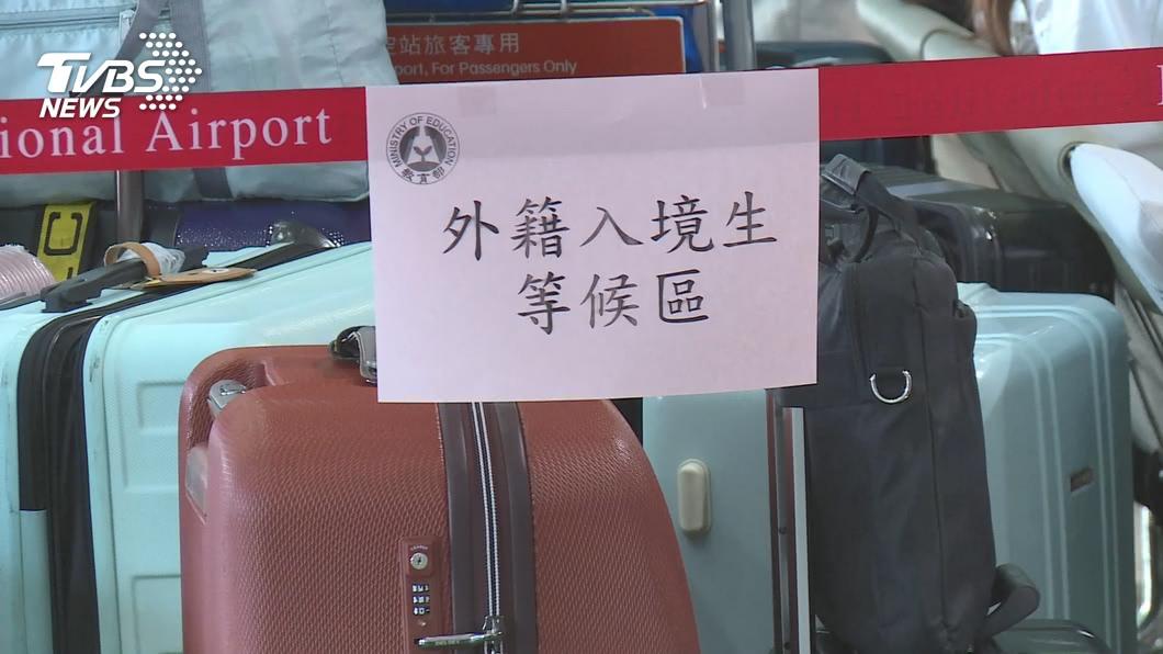 (圖/TVBS) 陸學位生來台喊卡 境外生權益小組7日上街頭
