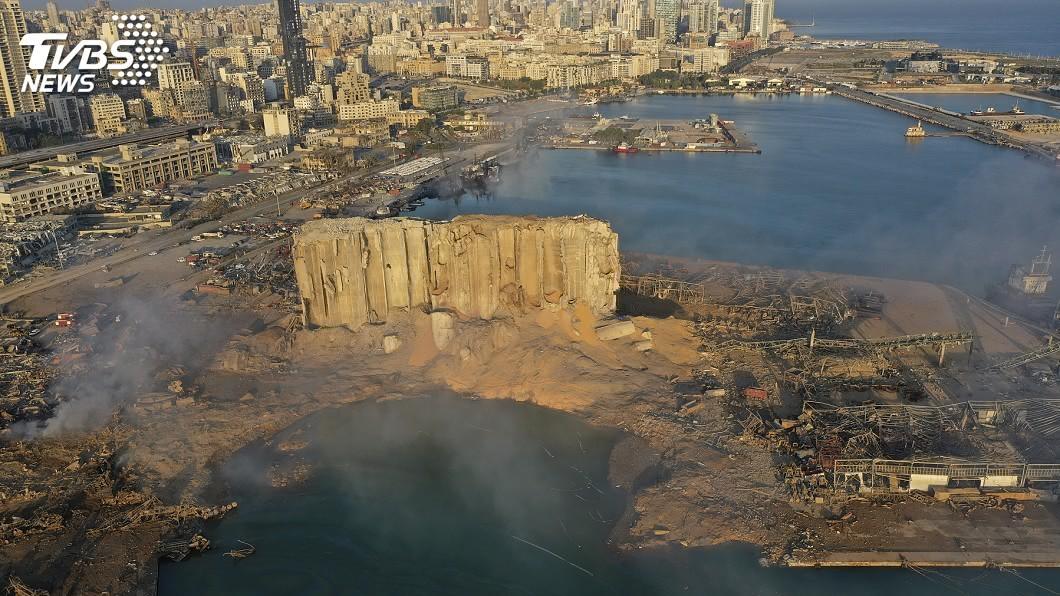 黎巴嫩貝魯特港爆炸。(圖/達志影像美聯社) 貝魯特大爆炸港口全毀 調查指附近倉庫失火引爆硝酸銨