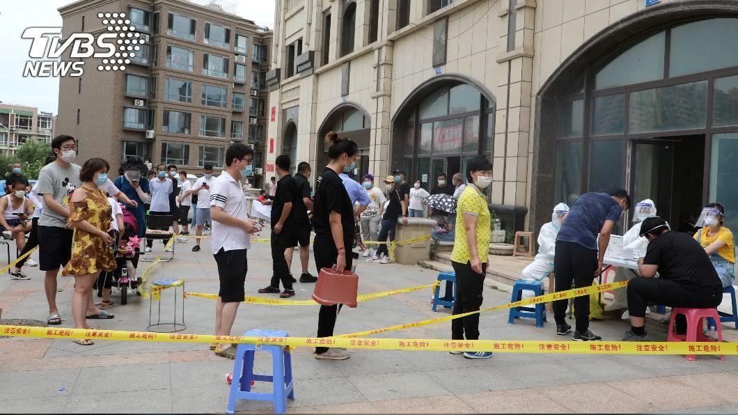 中國5日新增37例COVID-19確診病例。(圖/達志影像路透社) 中國新增30例本土確診 遼寧再現疫情