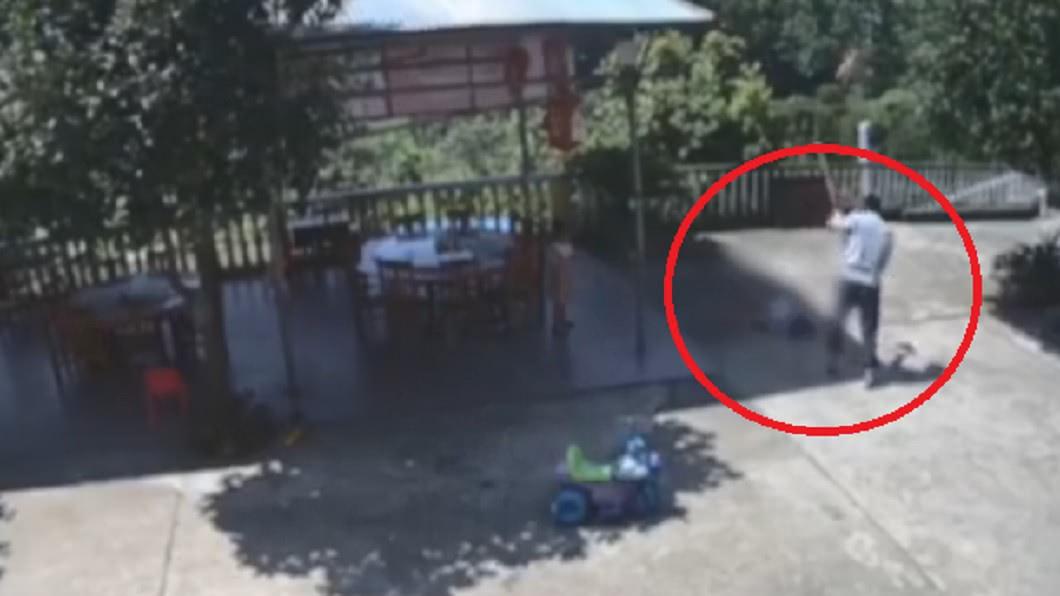 圖/翻攝自封面新聞 6歲女遭男鄰居「鋤頭爆頭」命危 母泣:腦漿都挖出來了