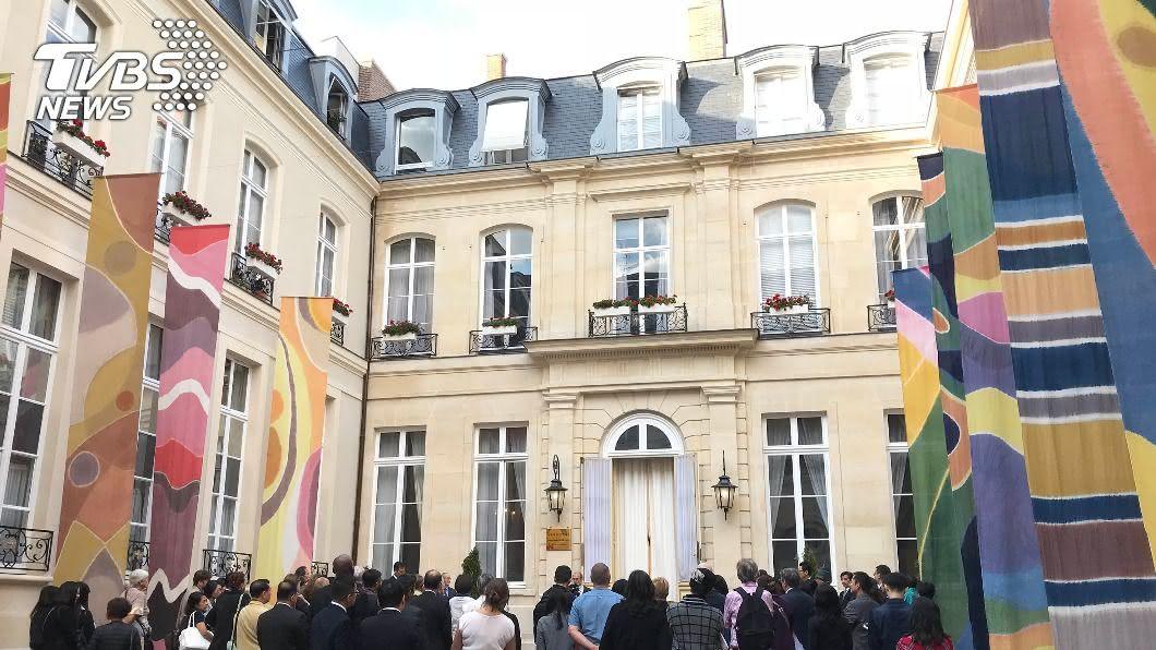 台灣駐法國代表處9月傳出2名職員染疫。(圖/中央社資料照) 外交部:駐法代表處確診職員康復 上班配戴口罩