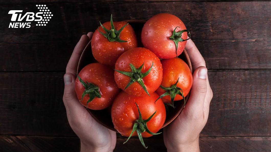 番茄究竟是蔬菜還是水果,往往引起眾人爭論。(圖/shutterstock達志影像) 蔬菜還是水果?營養師揭「番茄身世之謎」 網驚長知識了