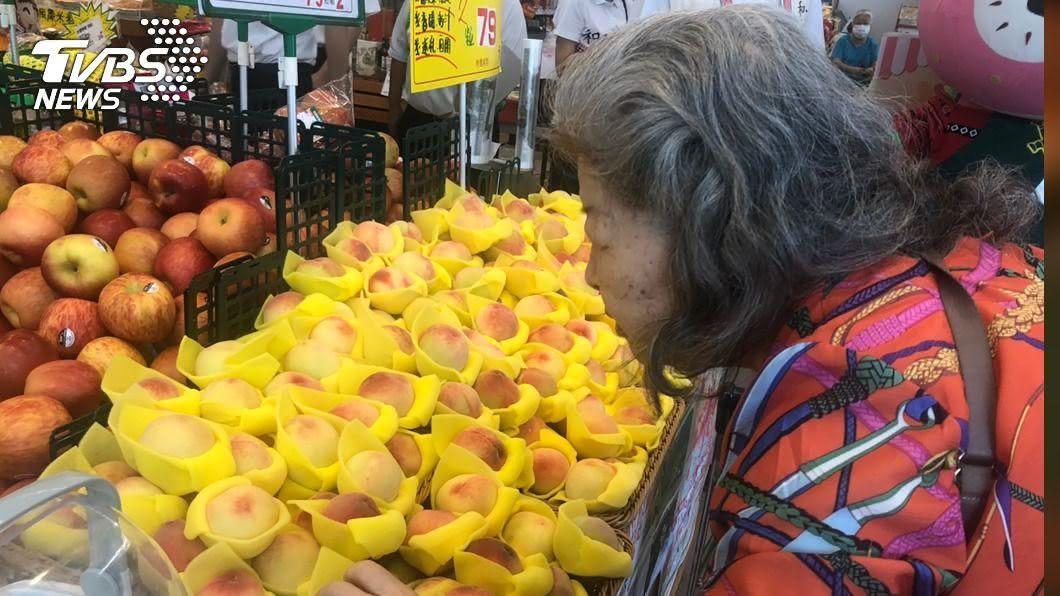 梨山水蜜桃量產。(圖/中央社) 梨山水蜜桃產量增 與超市合作讓民眾輕鬆品果