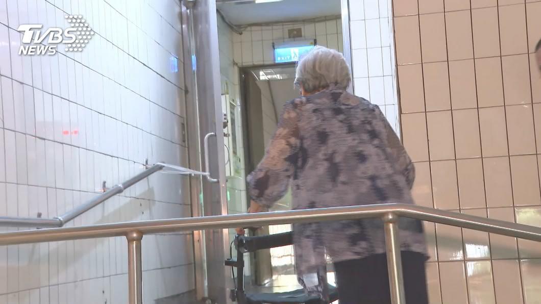 示意圖,與新聞事件內容無關。(圖/TVBS資料畫面) 喪夫、女兒失聯...85歲嬤長褥瘡「可見骨」腎衰竭險死