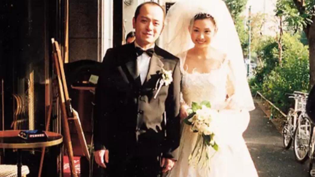 邱淑貞於1999與香港時裝I.T集團創辦人沈嘉偉結婚。(圖/翻攝自邱淑貞後援會微博) 邱淑貞堅守婚姻21年 「秘密訣竅」女人聽到都佩服