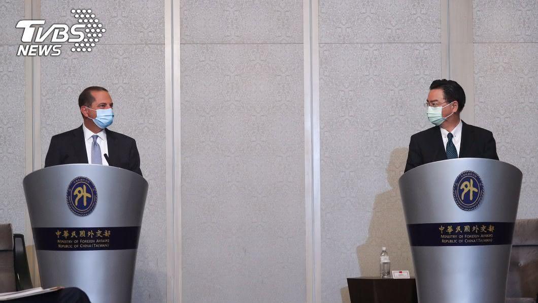 美國衛生部長阿札爾與外交部長吳釗燮會面。(圖/中央社) 吳釗燮:阿札爾訪台相當及時 傳達強而有力訊息