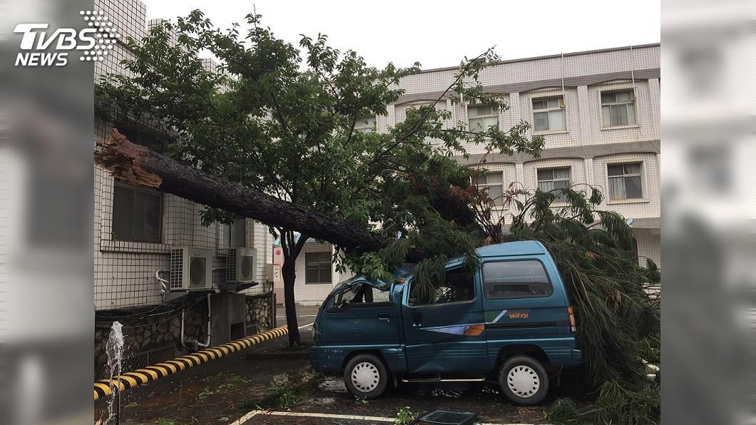(圖/中央社) 颱風米克拉漸減弱 全國共11災情釀1傷