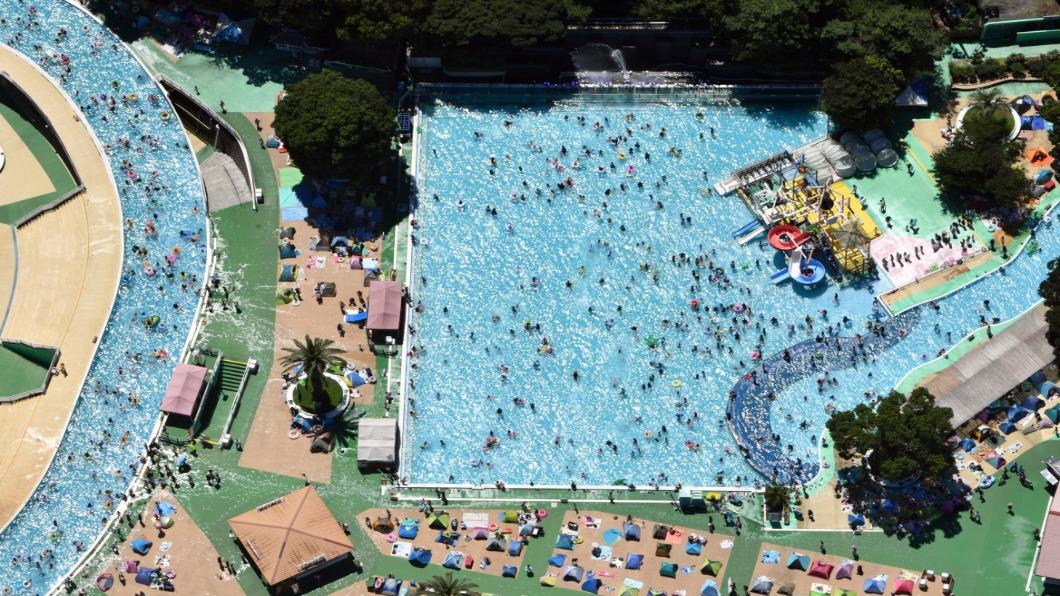 圖/達志影像美聯社 日本群馬飆40.1度史上高溫 戲水群聚.感染危機