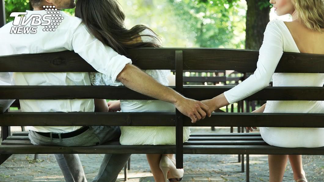 夫妻之間最重要的東西就是「誠信」!(示意圖/shutterstock達志影像) 尪外遇秘生女…妻奔旅館想不開 背後原因驚呆謝震武