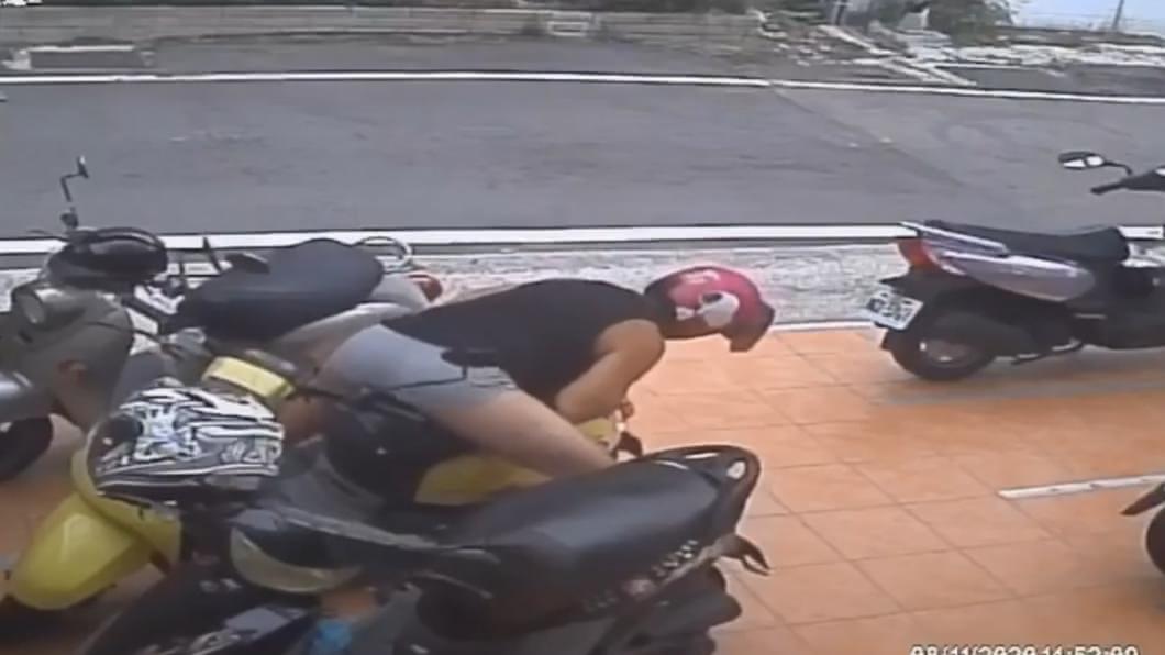 男聞安全帽、脫褲「摩擦」坐墊!女車主兄氣炸公開影片