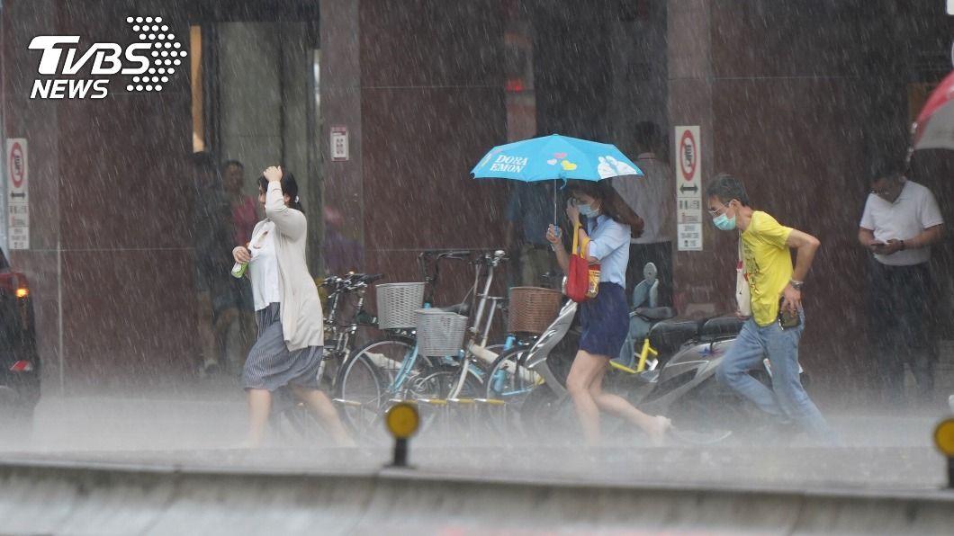 (圖/中央社) 外出小心!北北桃大雷雨特報 慎防劇烈降雨