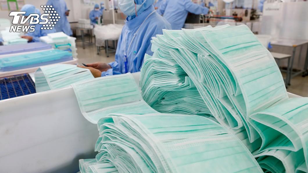 新冠肺炎(COVID-19)疫情延燒。(示意圖/shutterstock達志影像) 偽MIT口罩猖狂…2天查獲13萬片 關務署說話了