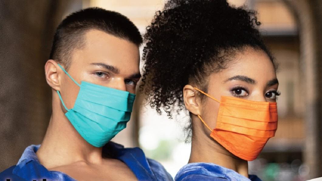 中衛宣傳「愛馬仕橘」及「Tiffany藍」2種高級色口罩。(圖/翻攝自CSD 中衛臉書) PO心酸的?中衛推「高級色口罩」網轟爆:飢餓行銷又來