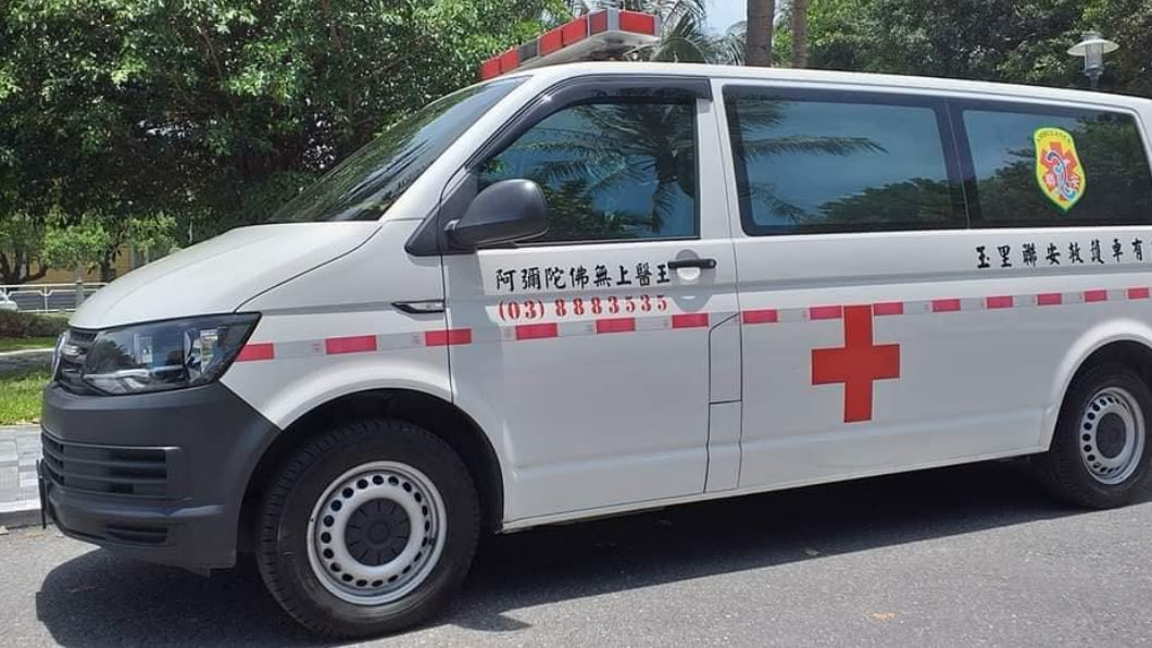 救護車今早急送心臟病女嬰從花蓮北上轉院。(圖/Facebook花蓮同鄉會) 與老天爺賽跑…國道警暖助開路 花蓮病嬰安全抵馬偕