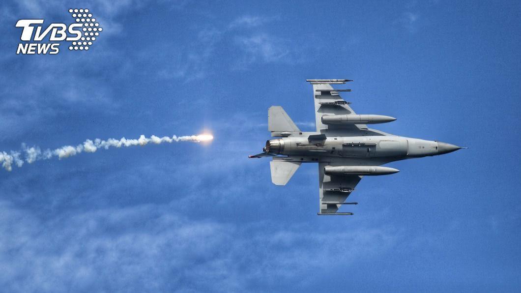 圖為F-16戰機。(圖/中央社) 參與國防自主 F-16維修中心向零組件廠招手