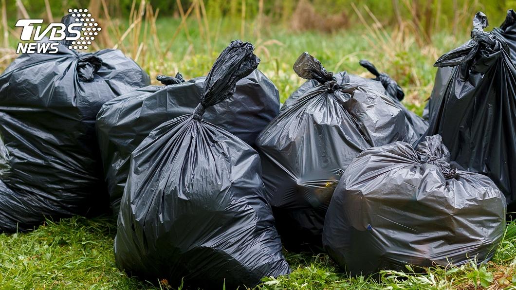 (示意圖/shutterstock達志影像) 違法堆積轉運垃圾 北市府廢止環保廠商許可證