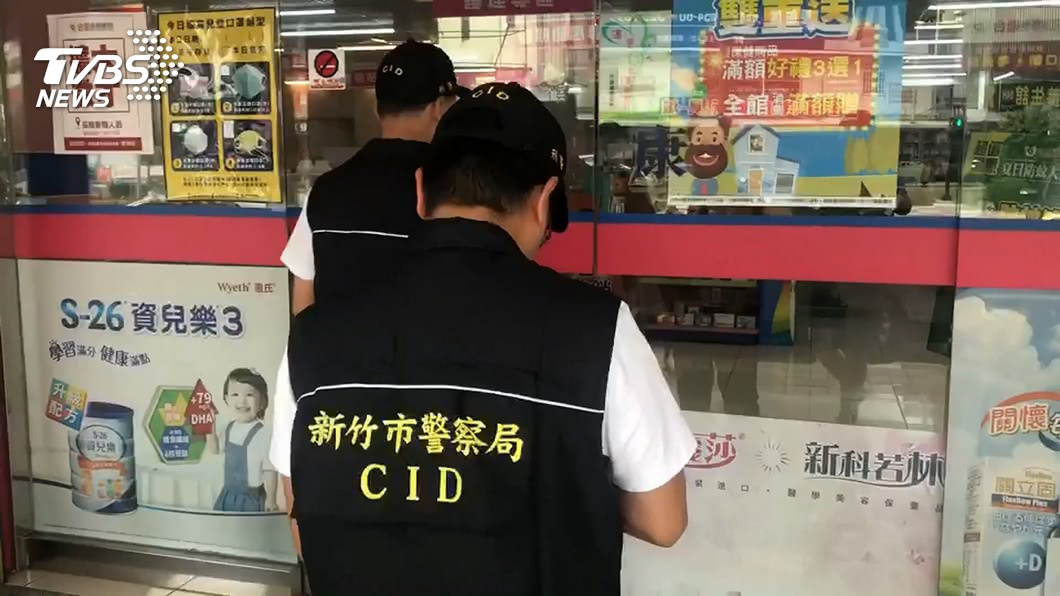 合康連鎖藥局販賣來源不實醫療口罩。(圖/TVBS資料畫面) 新竹連鎖藥局賣不明口罩 負責人等5人遭起訴