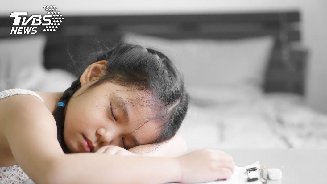 兒童福利聯盟文教基金會公布學生睡眠調查。(示意圖/shutterstock達志影像) 調查:台灣學生平均睡不到7小時 醫曝嚴重後果