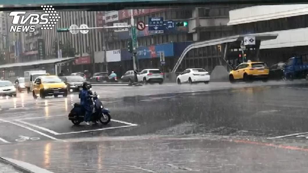氣象局發布大雨特報。(示意圖/TVBS) 「無花果」生成!雷雨彈再襲 6縣市大雨特報
