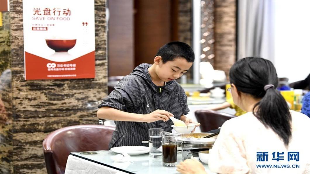 圖/翻攝自 新華網 中國大陸力行糧食節約 「光盤行動」太極端惹爭議