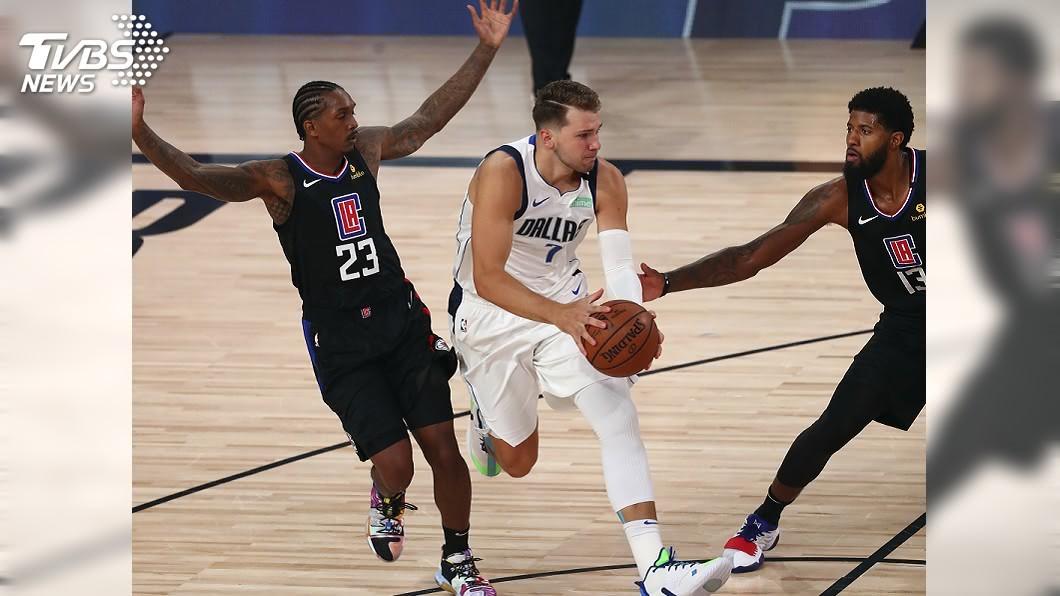 (圖/達志影像美聯社) 唐西奇飆28分 NBA獨行俠擊沉快艇扳平系列賽
