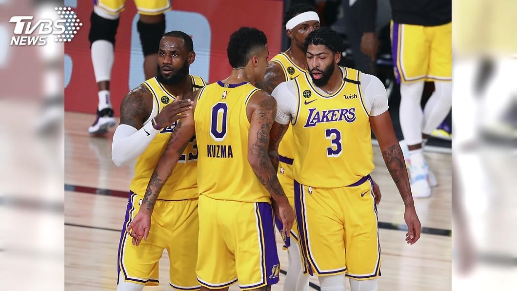 (圖/達志影像美聯社) NBA湖人反彈打爆拓荒者 系列賽1比1扳平