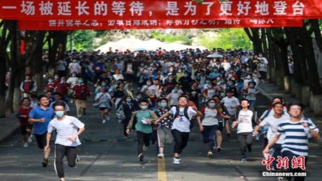 圖/翻攝自 新華網 疫情改變中國就業市場 高考放榜掀話題