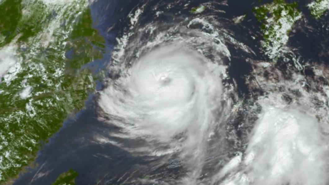 圖/翻攝自@KevinPa13470322推特 未來有機會變成強颱 巴威狂風豪雨襲擊濟州島