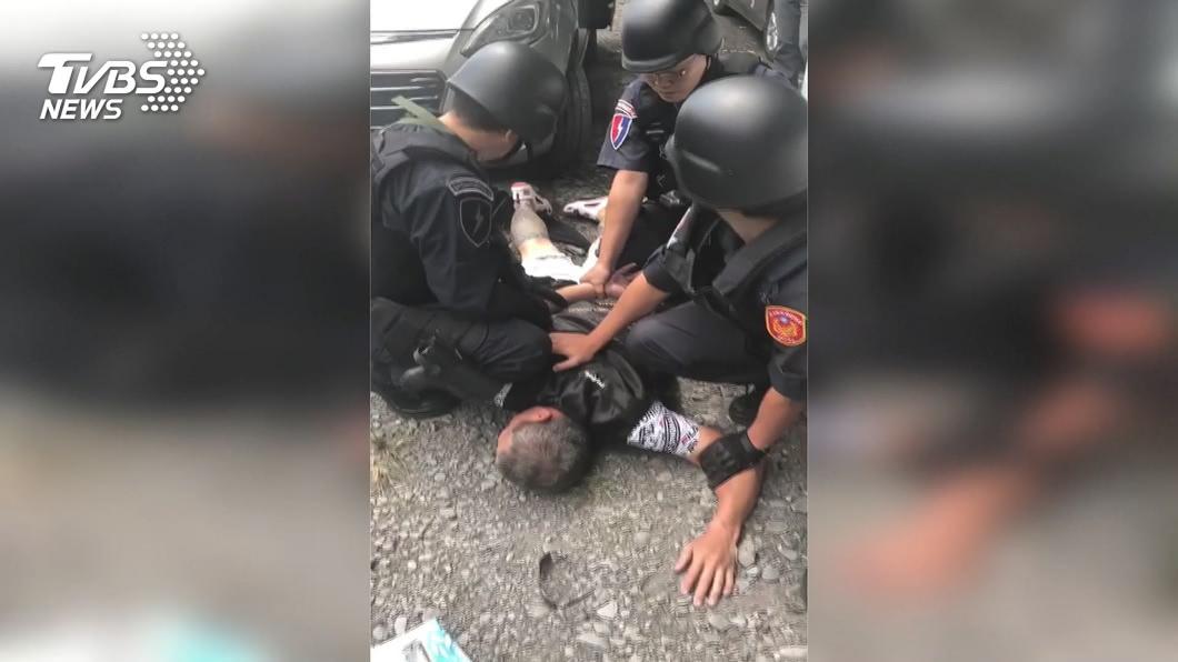 圖/TVBS 嫌犯溪邊釣魚被逮 持槍恐嚇販毒3地犯案