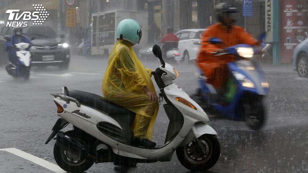 (圖/中央社) 南台灣連日豪大雨特報 氣象局估計28日稍微緩和