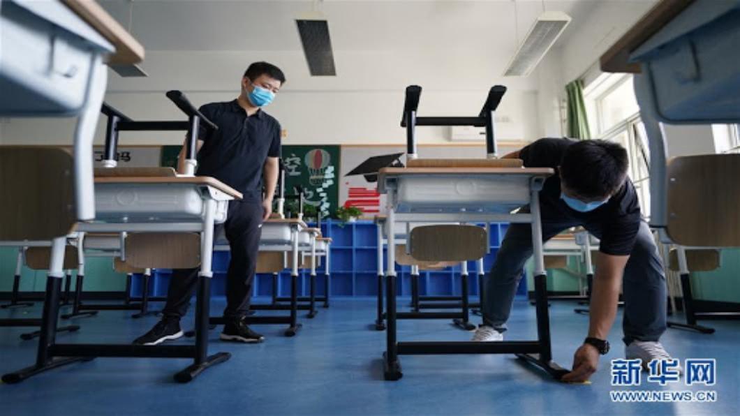 圖/翻攝自 新華網 香港防疫限制鬆綁 餐廳內用延長3小時