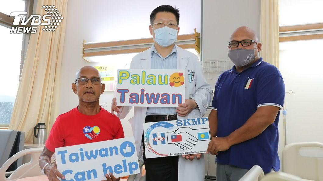 (圖/新光醫院提供) 帛琉男嚴重肝衰竭 坐專機來台治療成功救回一命