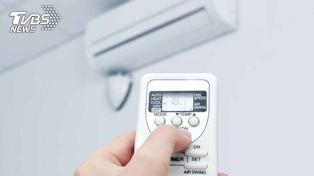 夏季電費常一度5元,不少租屋族為省荷包無奈減少使用冷氣時間。(示意圖/shutterstock達志影像) 每天爽吹16度冷氣! 女租屋2個月電費「僅700」