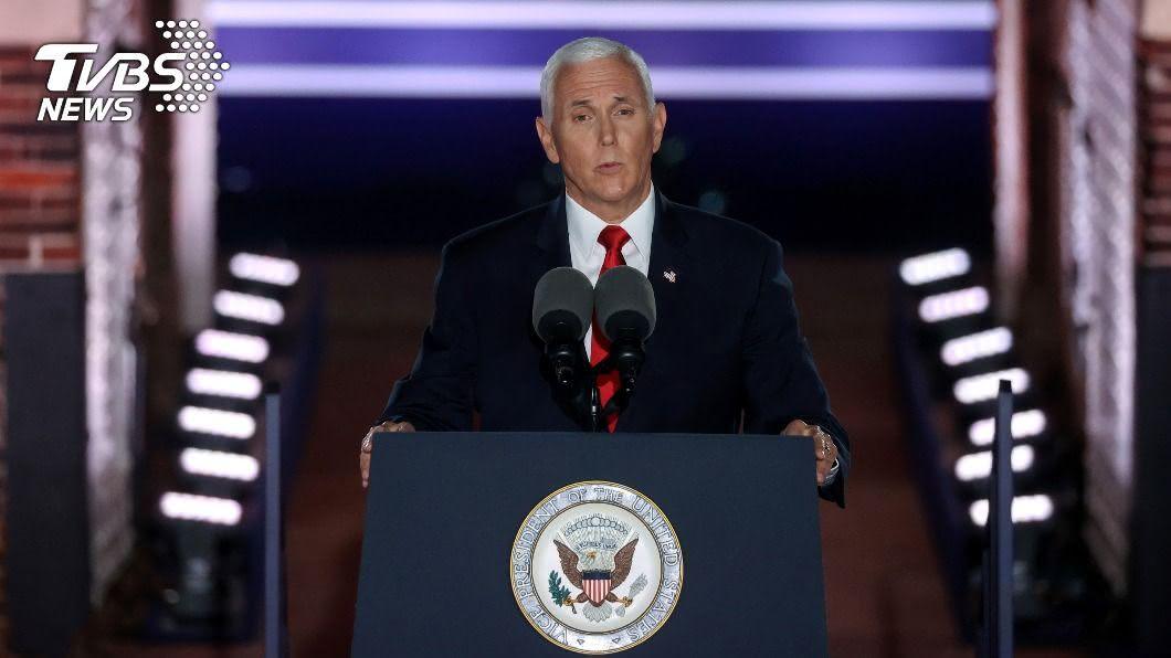 美國副總統彭斯再度接受共和黨提名,將與總統川普搭檔競選連任。(圖/達志影像路透社) 美副總統彭斯再獲提名參選 稱拜登給不了安全