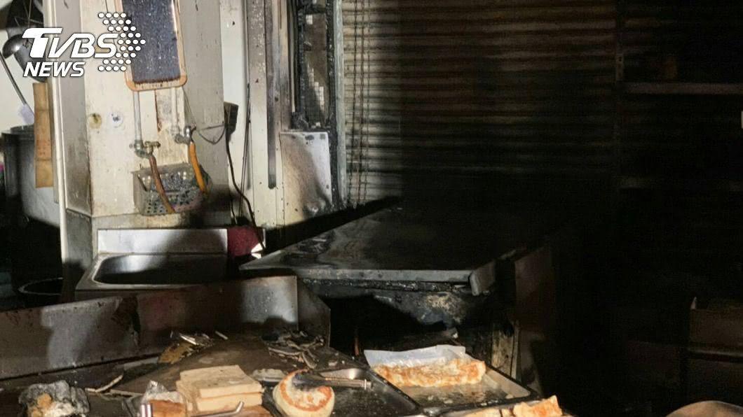 員林一家豆漿店凌晨發生火警。(圖/彰化縣消防局提供) 疑更換瓦斯桶釀禍 員林早餐店火警員工1死2傷
