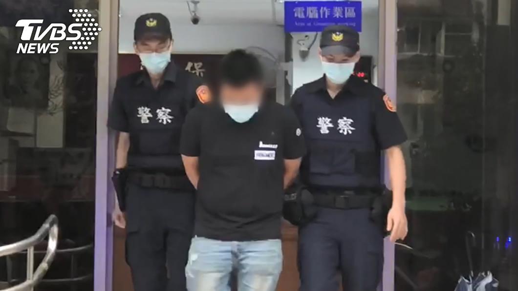 劉男開槍後步行至警局自首。(圖/TVBS) 館長陳之漢遭槍擊中彈流血 警:無幕後主使共犯