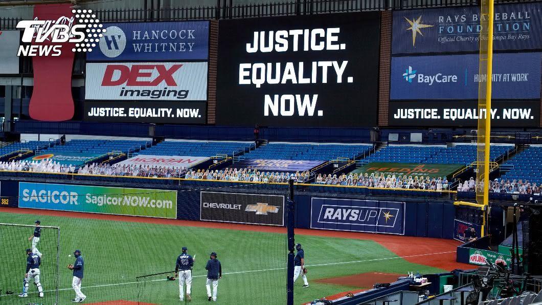 因美國威斯康辛州日前發生非裔男子遭警察槍擊事件,今晚美國職棒大聯盟MLB比賽延後舉行。(圖/達志影像美聯社) 種族不公風波蔓延 MLB加入NBA等聯盟擴大杯葛