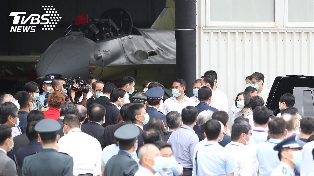 F-16維修中心成立典禮上午在台中漢翔公司廠區舉行。(圖/中央社) F-16維修中心國家隊成立 解決零件貴等三高問題