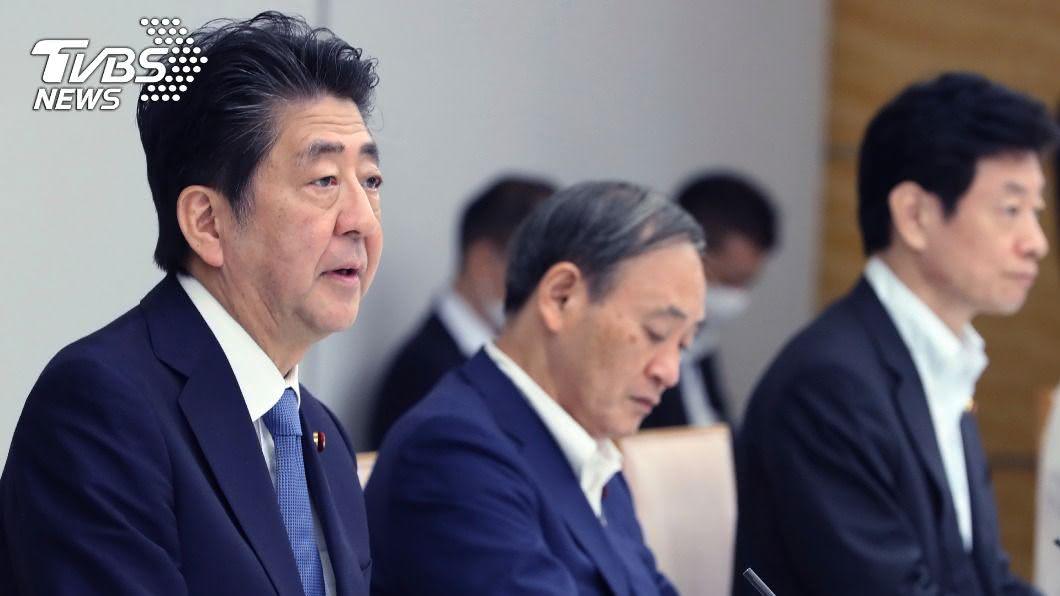 日本首相安倍晉三舉行記者會,說明日本防疫措施。(圖/達志影像美聯社) 安倍晉三將親開記者會 料談自身健康與防疫