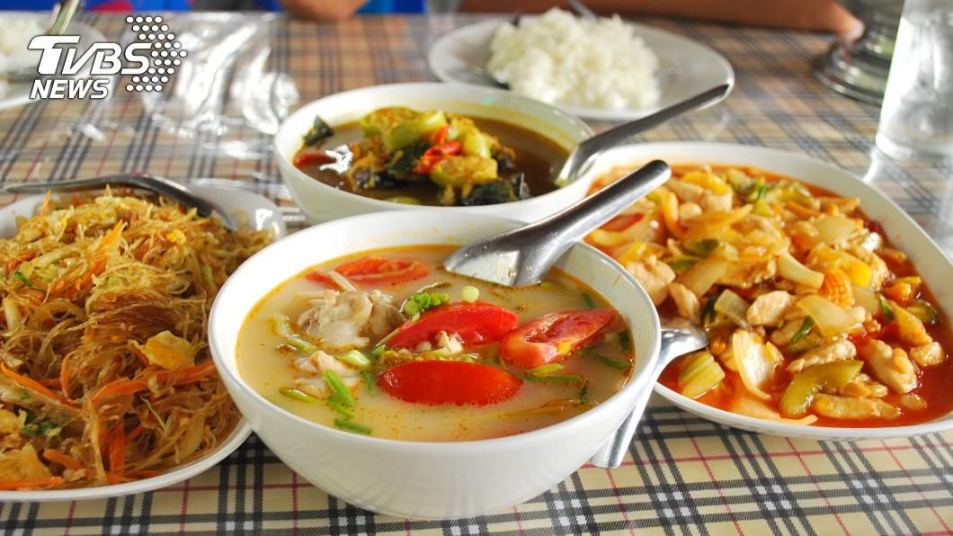 許多人的家中都會把隔夜菜拿出來加熱再吃。(圖/TVBS資料畫面) 31歲壯男吃隔夜菜中毒 急性腎衰竭害失明半身癱瘓