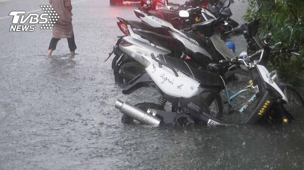 高雄豪大雨致全市有20處積水點。(示意圖/中央社) 高雄淹水…陳其邁限期改善水患 工程經費逾17億