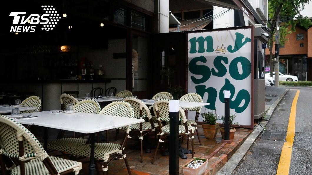 首爾地區祭出餐廳禁止內用禁令。(圖/達志影像路透社) 疫情失控!每日確診突破3位數 首爾宣布「禁止內用」