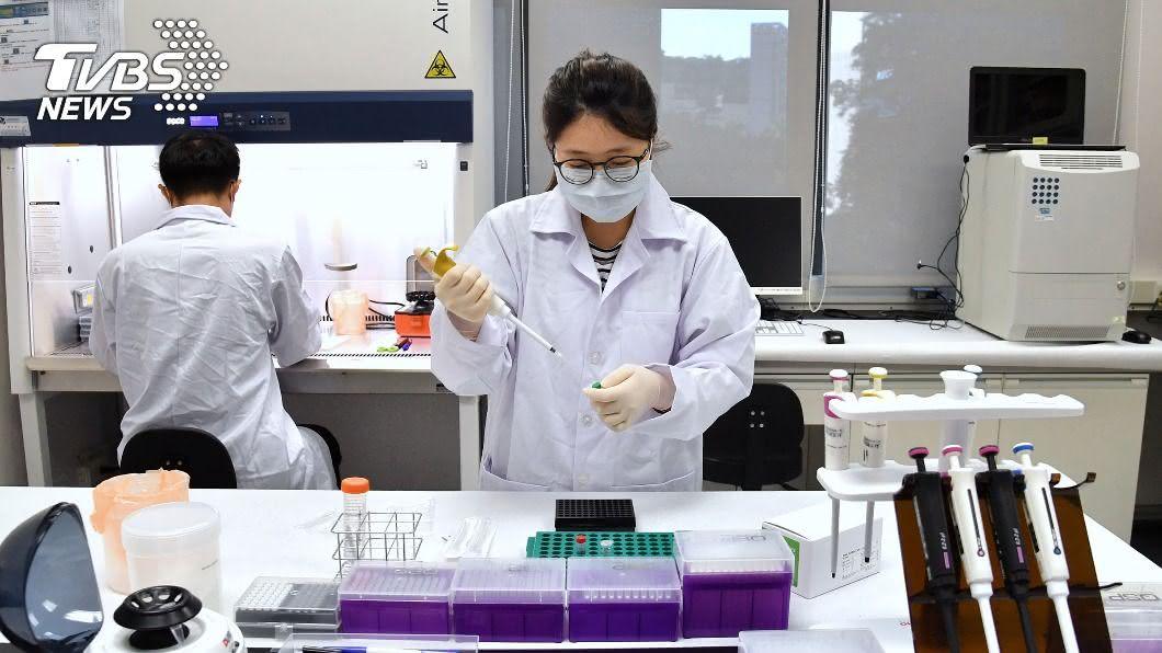 高端疫苗在眾多生技公司中脫穎而出。(圖/中央社) 與病毒單打獨鬥沒戰力 高端疫苗加入台美聯隊抗疫