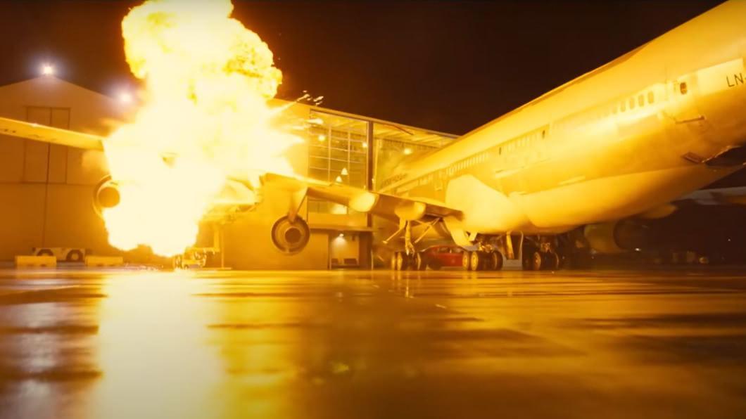 圖/翻攝自華納兄弟台灣粉絲俱樂部 YouTube 《天能》撞毀波音747 諾蘭賣掉引擎、省成本