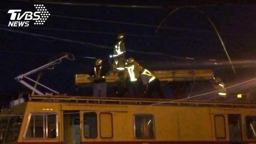 圖/TVBS 快訊/台鐵電車線斷落 台南到保安單線雙向行車
