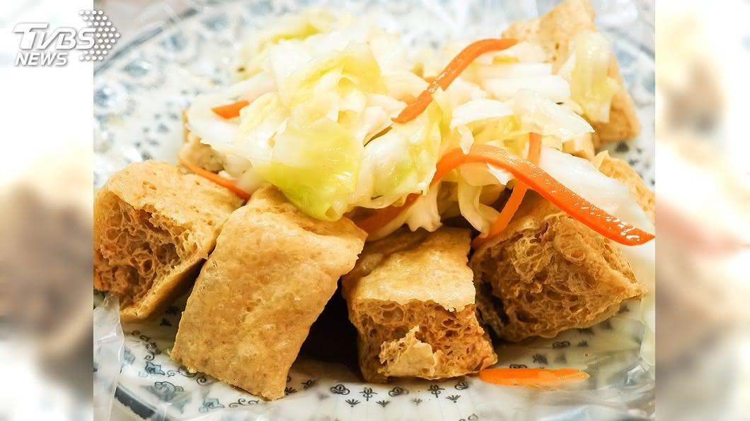 臭豆腐是台灣知名的小吃美食之一。(圖/TVBS資料畫面) 到苗栗吃臭豆腐 驚見「神奇配菜」超傻眼:真不習慣